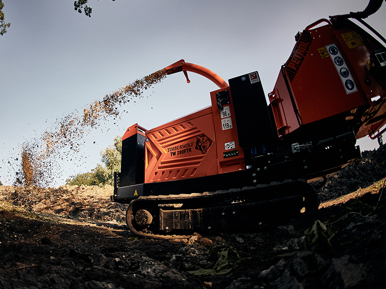 Timberwolf TW 280FTR Petrol Tracked Wood Chipper - Chipping on site