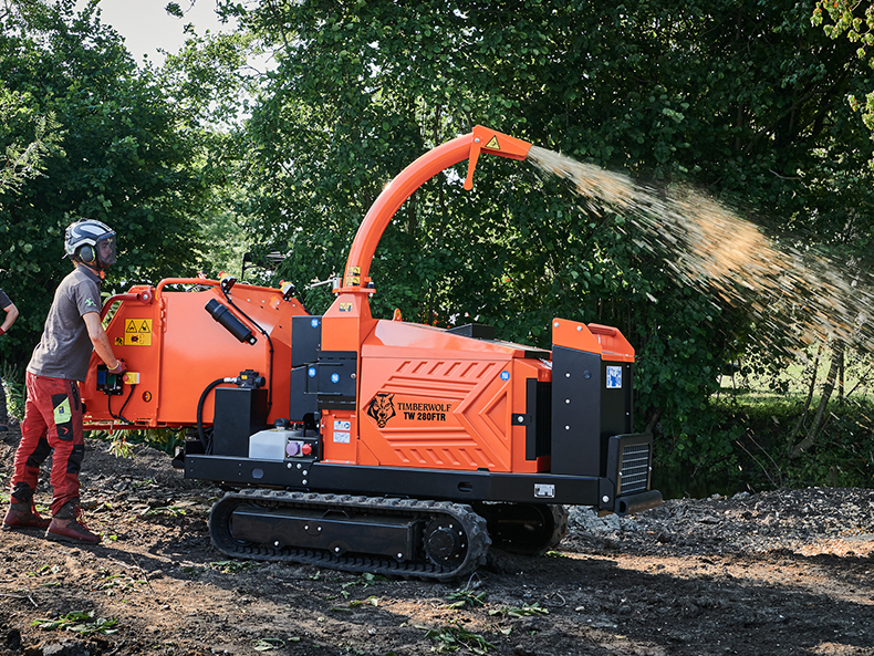 Timberwolf TW 280FTR Petrol Tracked Wood Chipper - chipping off road