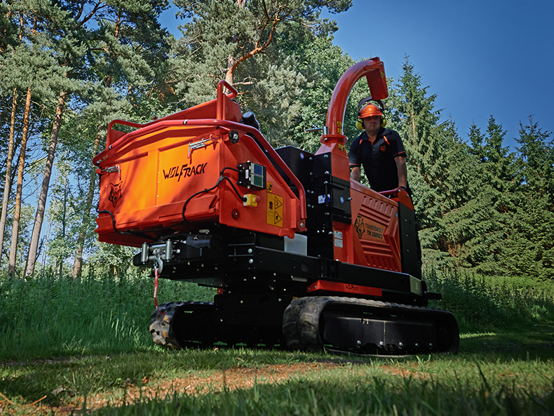 Timberwolf TW 280VGTR Petrol Tracked Wood Chipper - Track to site